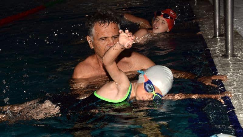 Mikor tanuljon meg úszni a gyerek?